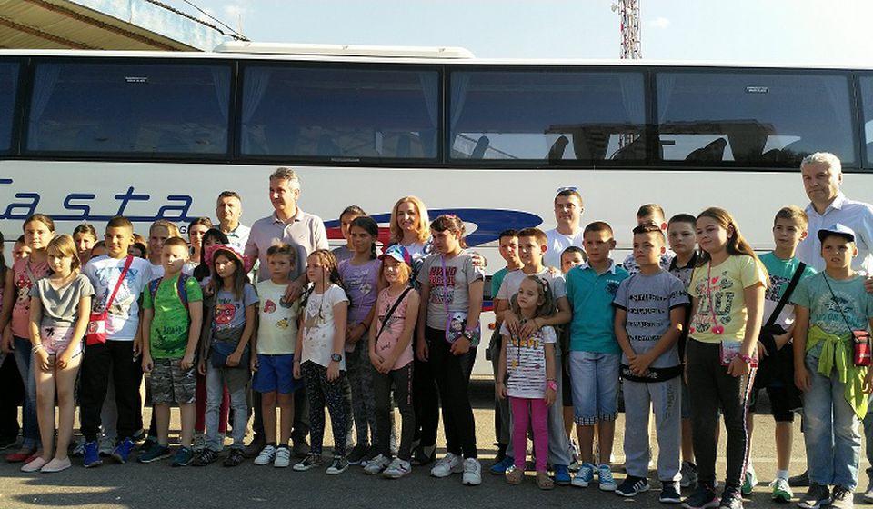 Gradonačelnik ispratio đake na more. Foto Grad Vranje