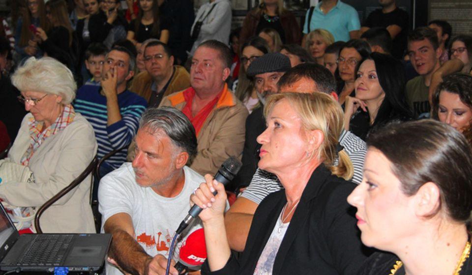 Iva Laković govori na promociji. Foto VranjeNews