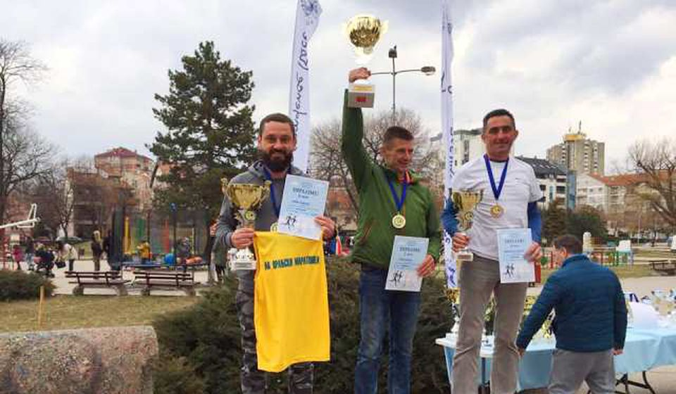 Saša Ćuković (levo) napravio je veliki uspeh u Nišu. Foto AK Vranjski maratonci