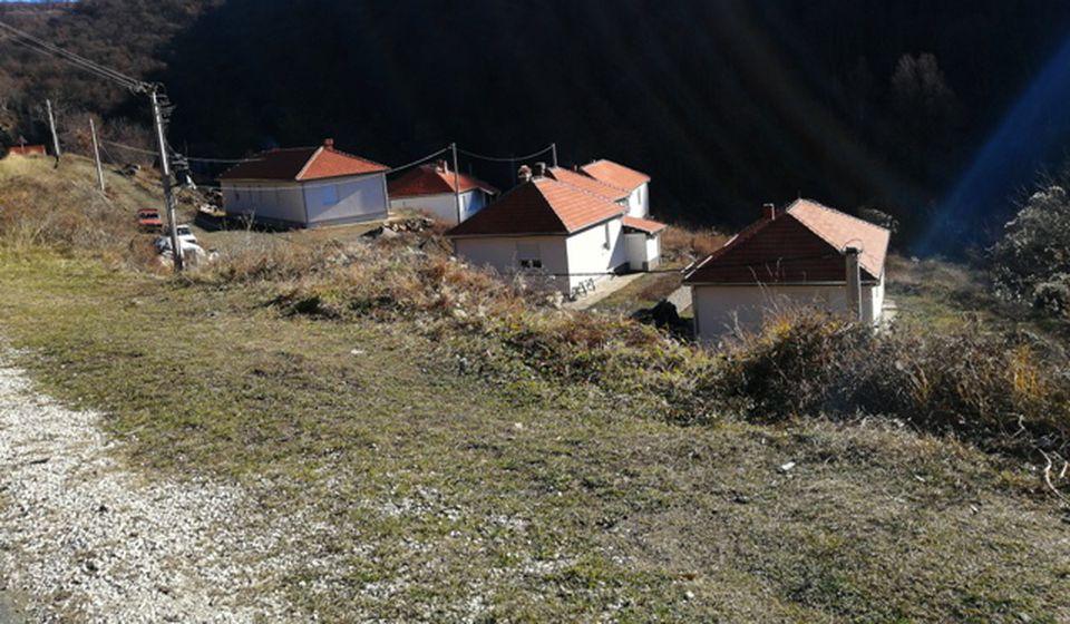 Nove kuće u naselju Suljinci zvrje prazne. Foto lična arhiva