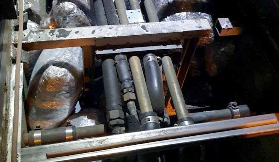 Paketi marihuane pronađeni u patosu autobusa. Foto MUP