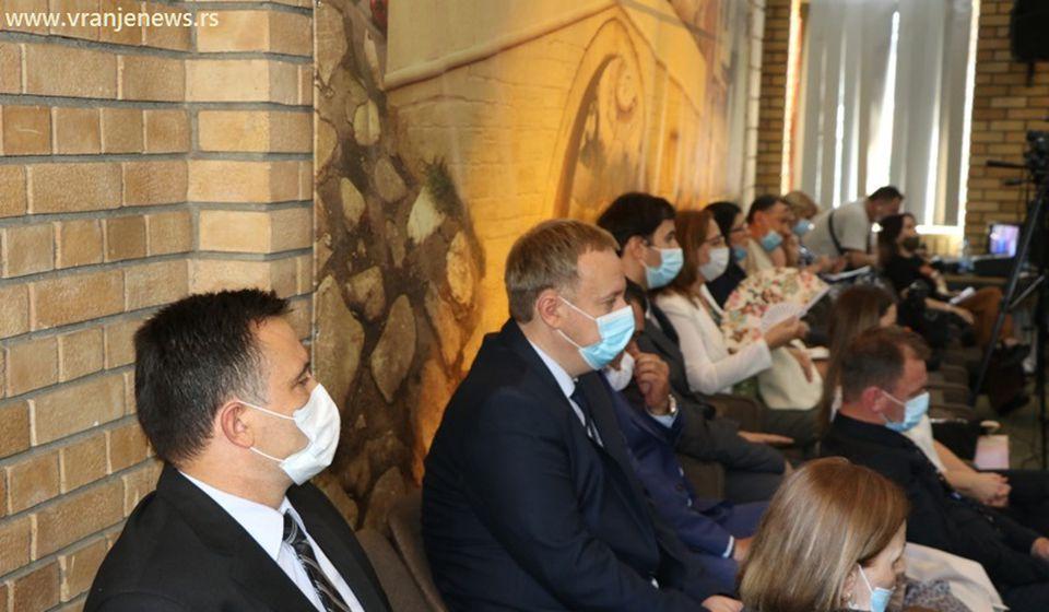 Neki od novoizabranih većnika. Foto Vranje News