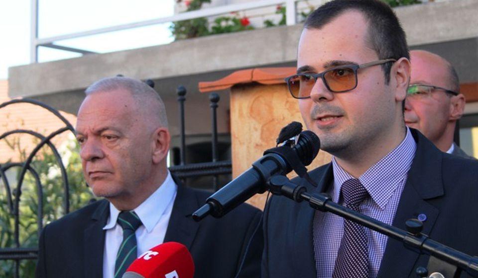 Darko Anačkov (desno) u društvu ambasadora Vlajkova na otvaranju prostorija BSC-a 2018. u Vranju. Foto VranjeNews