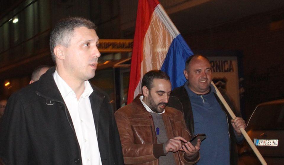 Mihajlović (u sredini) sa Boškom Obradovićem na sedmom protestu u Vranju. Foto VranjeNews