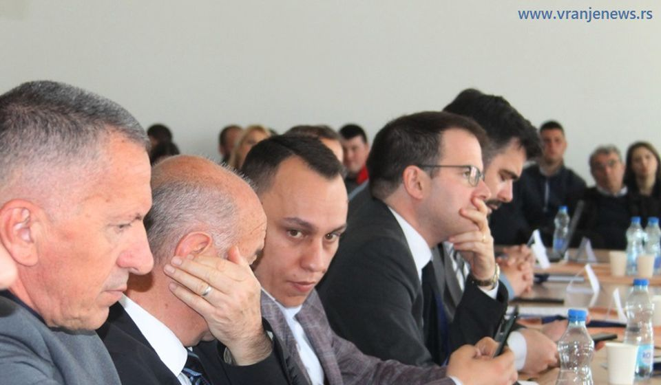 Šaip Kamberi (levo) sa najbližim saradnicima iz PDD. Foto Vranje News