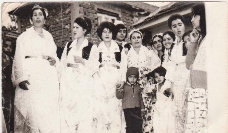 Poznate po živopisnosti: romska svadba šezdesetih godina prošlog veka u Vranju. Foto izvor Fejsbuk profil Alexandra Markovića