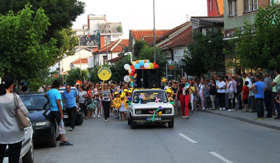 Defile centrom Vranja. Foto VranjeNews