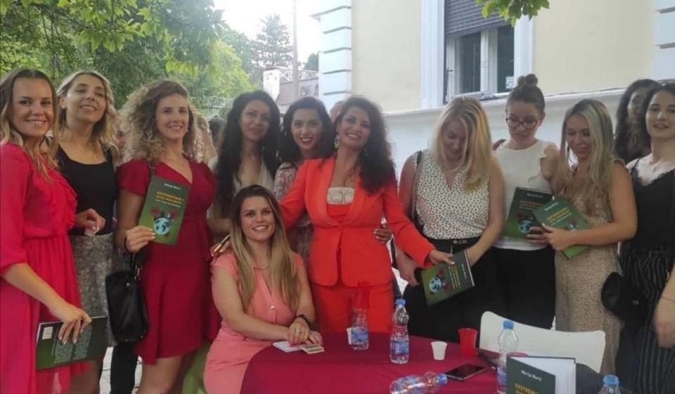 Marija sa kolegama i studentima. Foto Žuto cveće
