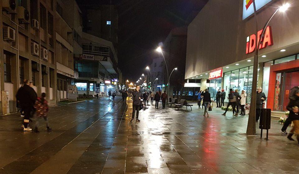 Centralno gradsko šetalište u Vranju oko 19 časova. Foto Vranjenews