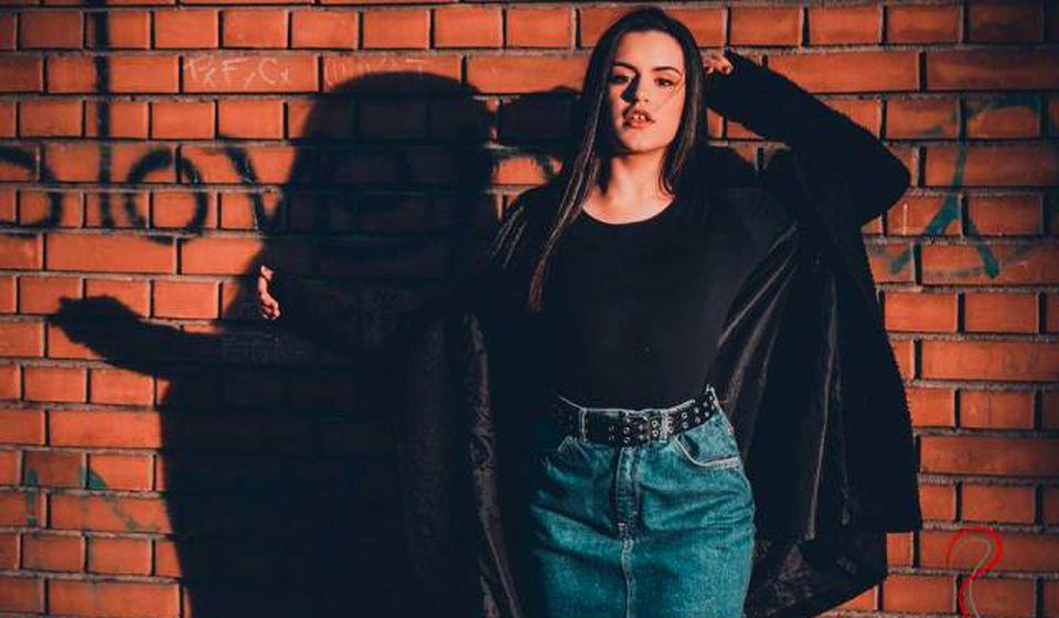 Mila je i autorka pesme