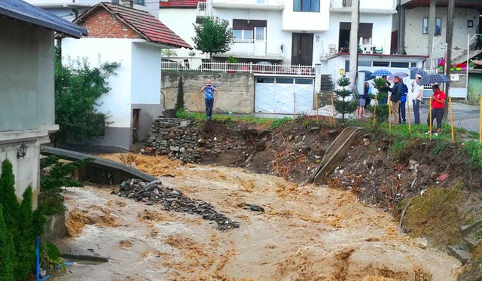 Poplavni talas počeo da jenjava posle 16.30 časova. Foto VranjeNews