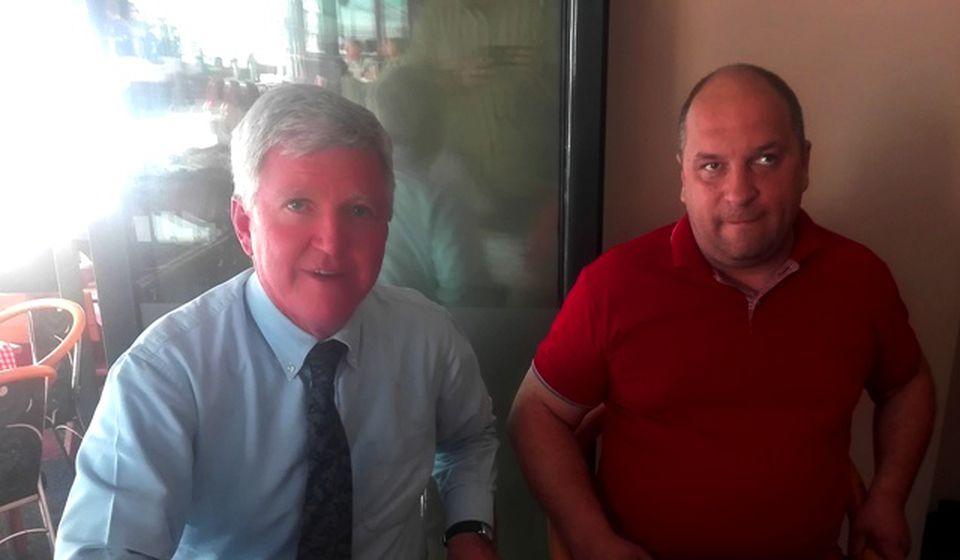 Petrušević sa ambasadorom Skatom u jednom od lokalnih restorana. Foto Fejsbuk profil Ivice Petruševića