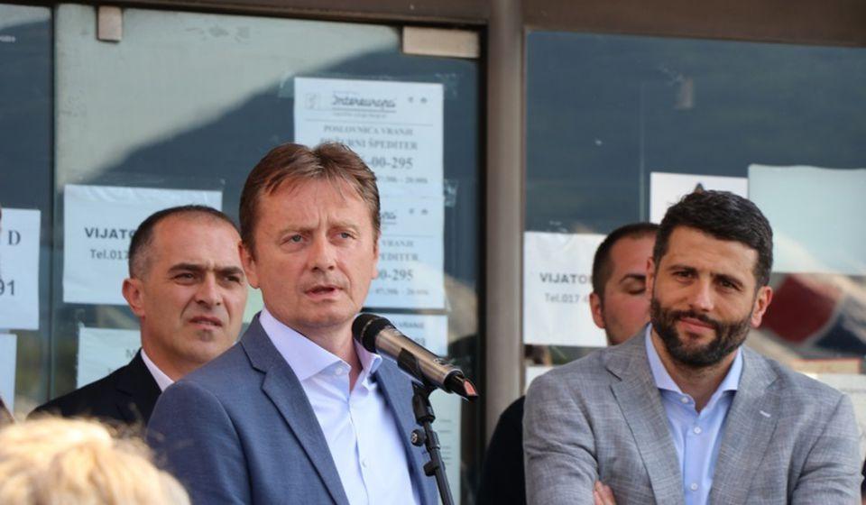 Darko Glišić i Aleksandar Šapić pre sednice Okružnog odbora SNS u Vranju. Foto Vranje News