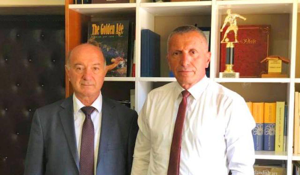 Fatmir Hasani (levo) sa partijskim kolegom i gradonačelnikom Bujanovca Šaipom Kamberijem. Foto Fejsbuk profil Fatmira Hasanija