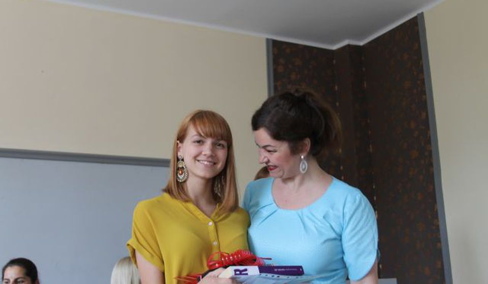 Jelena sa svojom profesorkom Tanjom Rusimović. Foto VranjeNews