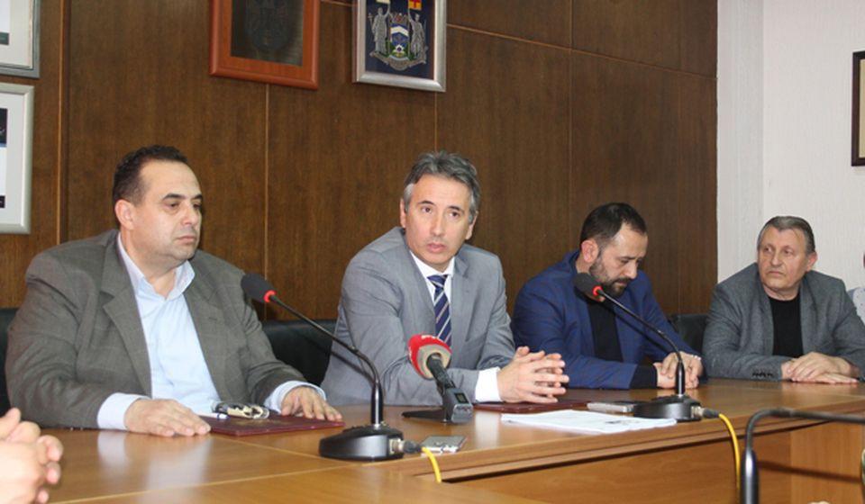 Potpisan ugovor za bolju zdravstvenu zaštitu u selima. Foto VranjeNews
