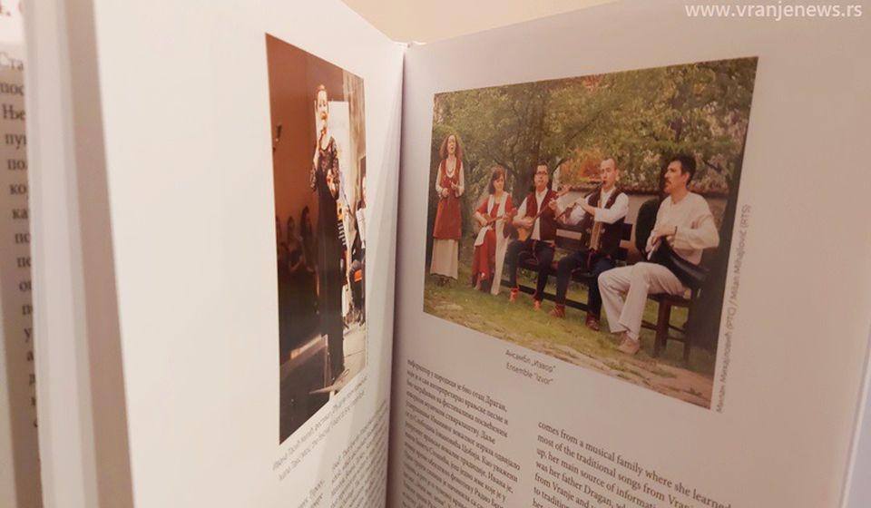 U monografiji zastupljene informacije iz solističke karijere Ivane Tasić Mitić, ali i rad ansambla Izvor čiji je Ivana član. Foto Vranje News
