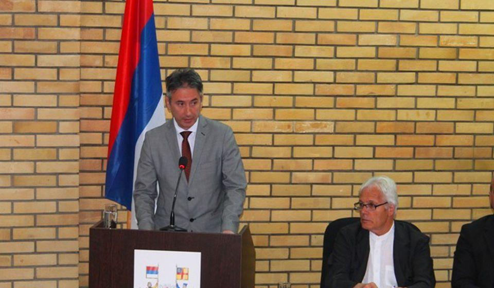 Slobodan Milenković podnosi izveštaj o radu svog kabineta. Foto VranjeNews