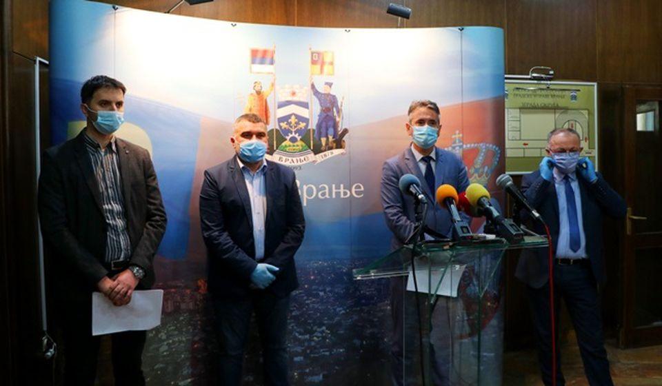 Direktor Simpa i gradski funkcioneri na konferenciji za medije. Foto Vranje News