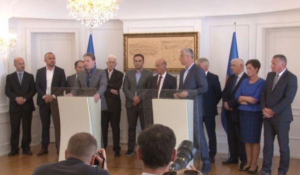 Tači i albanski lideri sa juga Srbije. Foto VOA
