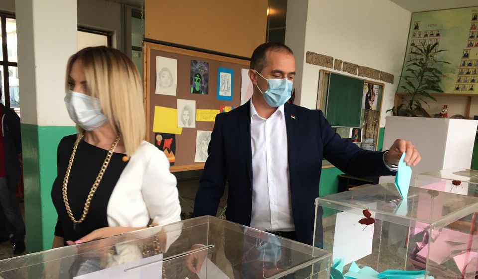 Slaviša Bulatović na biračkom mestu u Vranjskoj Banji. Foto Vranje News