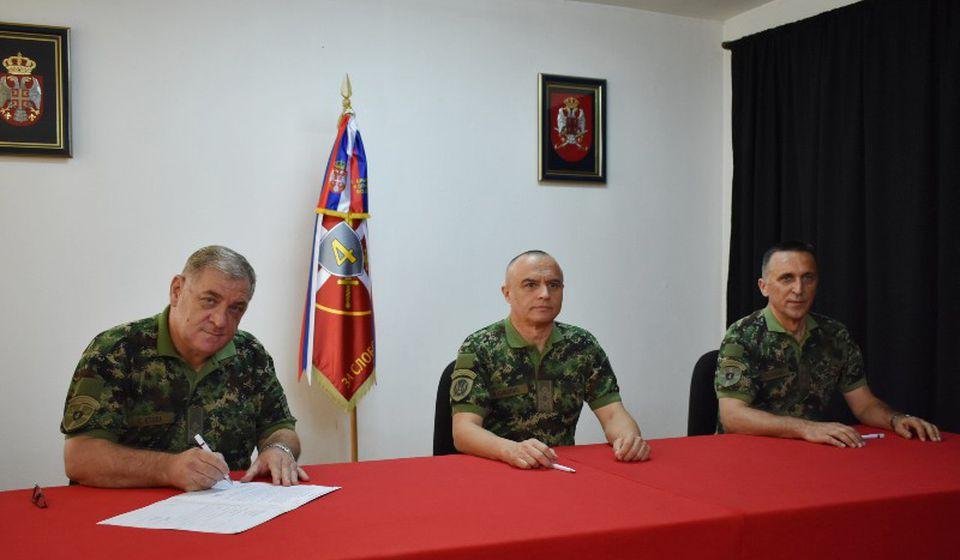 Primopredaja dužnosti. Foto Četvrta brigada KoV