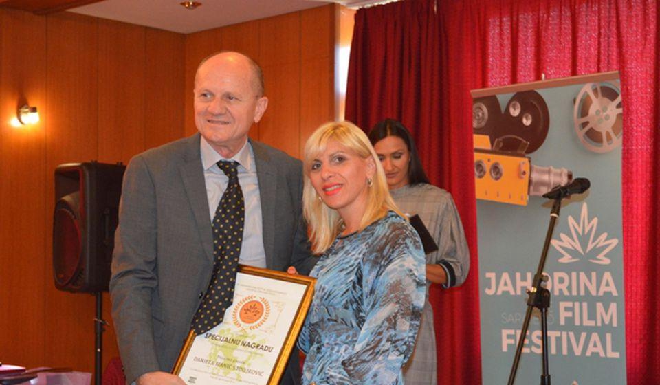 Danijela Manić Stojilković prima nagradu na Palama. Foto privatna arhiva