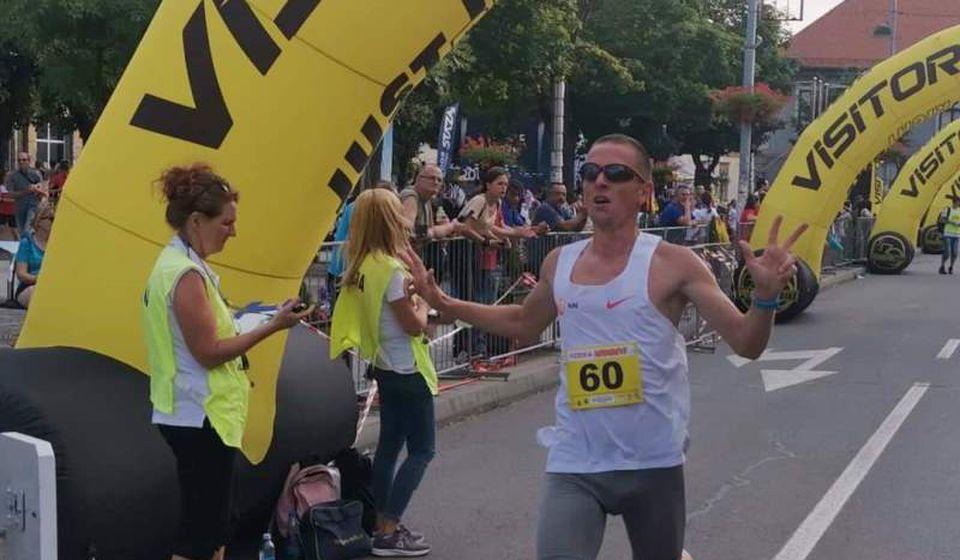 Stošić ulazi u cilj na Vajfertovoj trci u Pančevu. Foto AK Vranjski maratonci