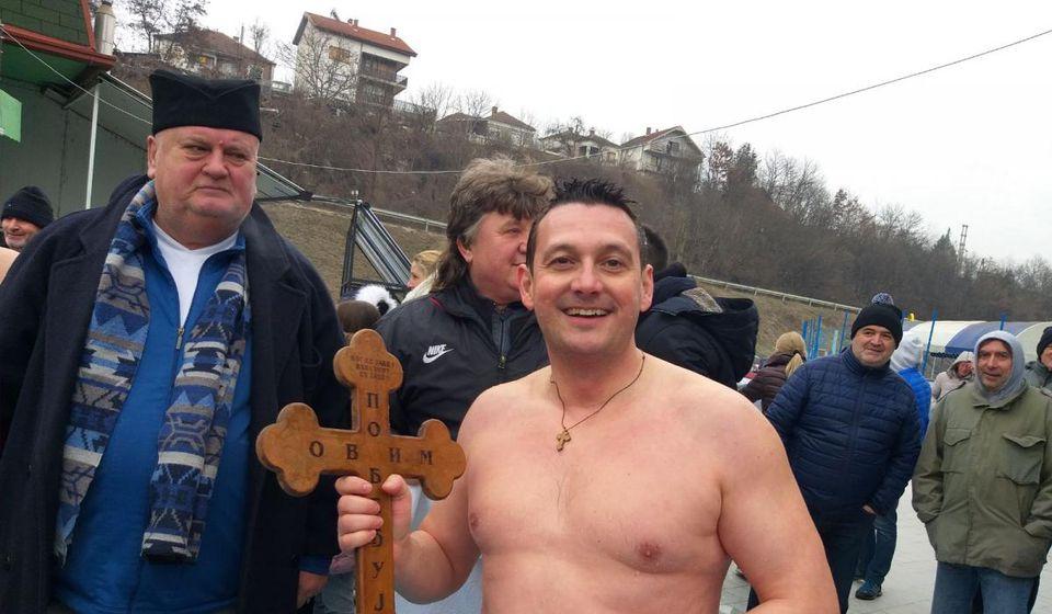 I predsednik opštine Goran Mladenović u bazenu. Foto lična arhiva