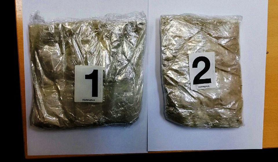 Putnica je pakete droge navodno zalepila oko struka. Foto MUP