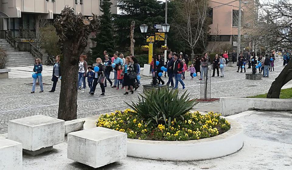 Šetnja gradom članova udruženja i osoba sa autizmom: Foto VranjeNews