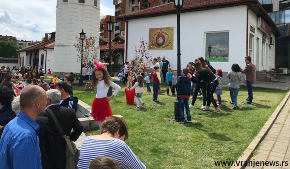 Sa migracijom stanovništva iz sela u gradove nestale su mnoge devojačke obredne igre: Uskrs u Vranju. Foto Vranje News