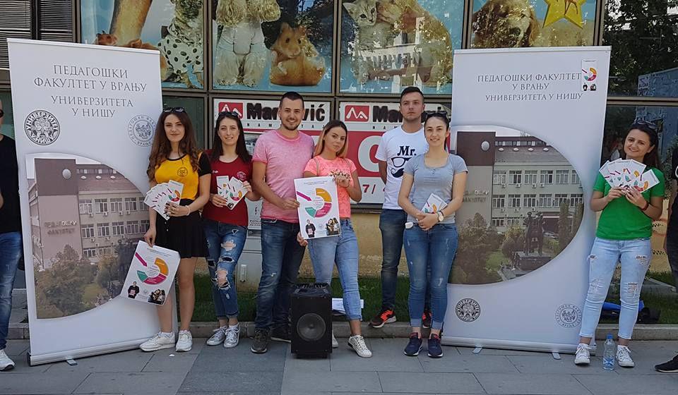 Kampanja upisa u centru Vranja. Foto Pedagoški fakultet, Fejsbuk
