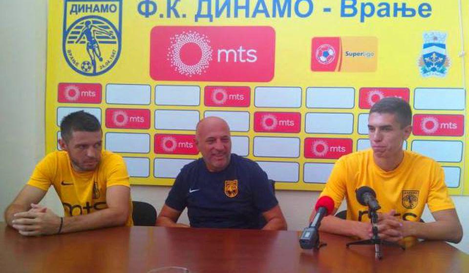 Ovaj meč doživljavaju kao prekretnicu: trener Antić sa svojim fudbalerima. Foto VranjeNews