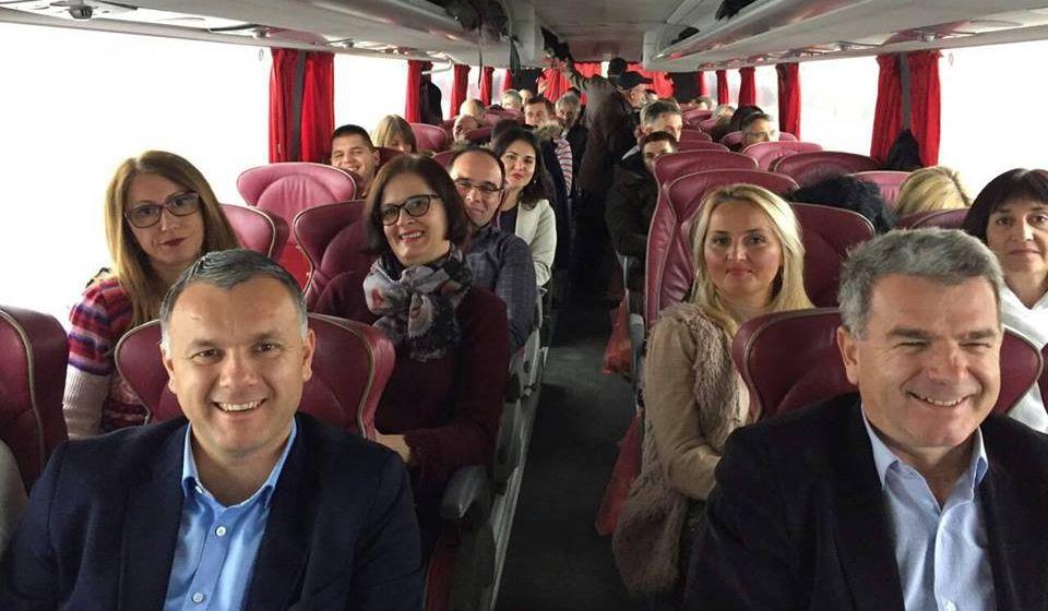 Članovi vranjskog SPS-a koji su učestvovali u radu Kongresa. Foto Fejsbuk profil Branimira Stojančića