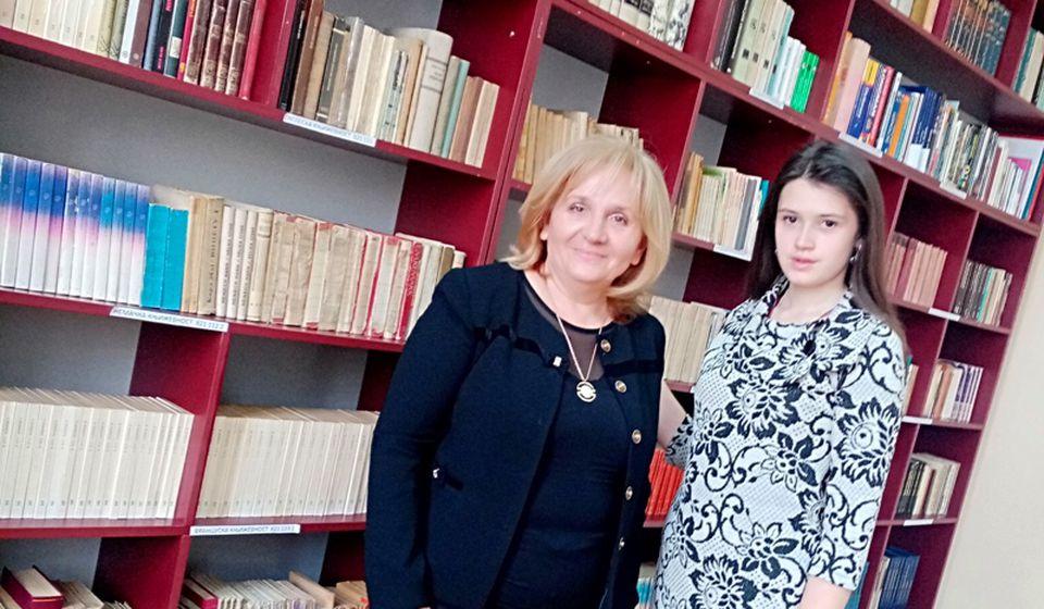 Mihaela Milenković sa profesorkom Oliverom Đorđević. Foto Gimnazija Bora Stanković