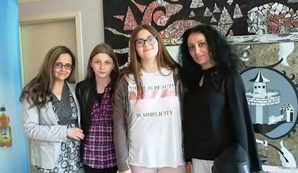 Minja i Brankica sa svojim mentorkama. Foto privatna arhiva