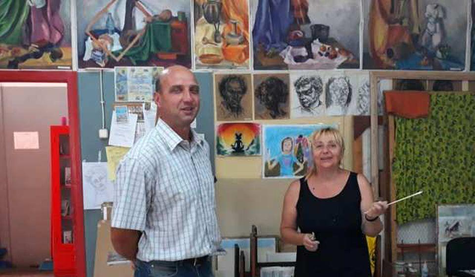 Tričković sa vranjskom slikarkom Slađanom Arizanović. Foto NU