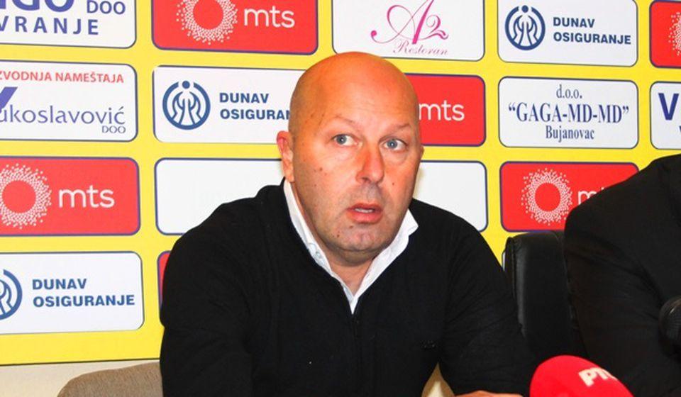 Osećam se bedno zbog nefudbalskih stvari: Dragan Aničić, trener Voždovca. Foto VranjeNews