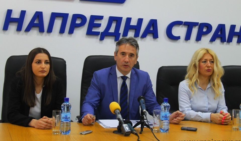 Slobodan Milenković na konferenciji za medije u sedištu SNS-a. Foto VranjeNews
