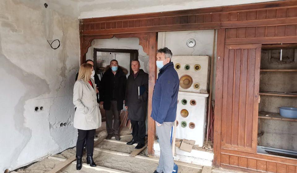 Gradonačelnik Vranja Slobodan Milenković i zamenica gradonačelnika Zorica Jović prilikom obilaska radova na jednoj od faza rekonstrukcije muzeja. Foto vranje.rs