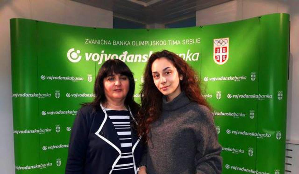 Prezentovale projekat: Jefimija Najdić sa profesorkom Gordanom Nikolić. Foto privatna arhiva