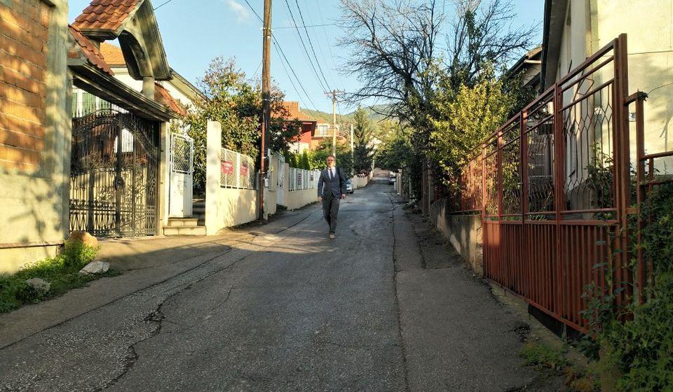 Gradonačelnik Milenković pešice na posao. Foto Grad Vranje