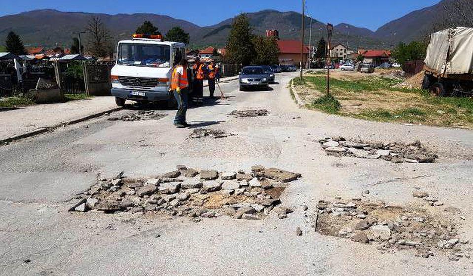Upućen poziv građanima da prijave oštećenja na kolovozu. Foto www.vranje.org.rs