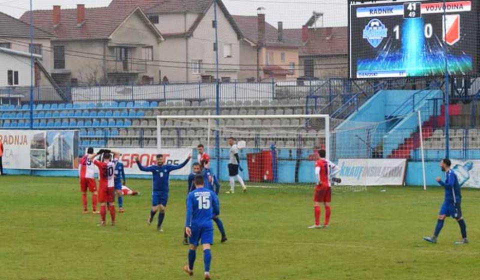 Slavlje Surduličana nakon drugog gola. Foto FK Radnik