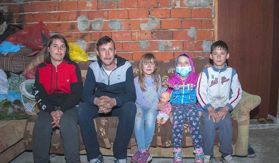 Anja Stojmenović sa porodicom. Foto Srbi za Srbe