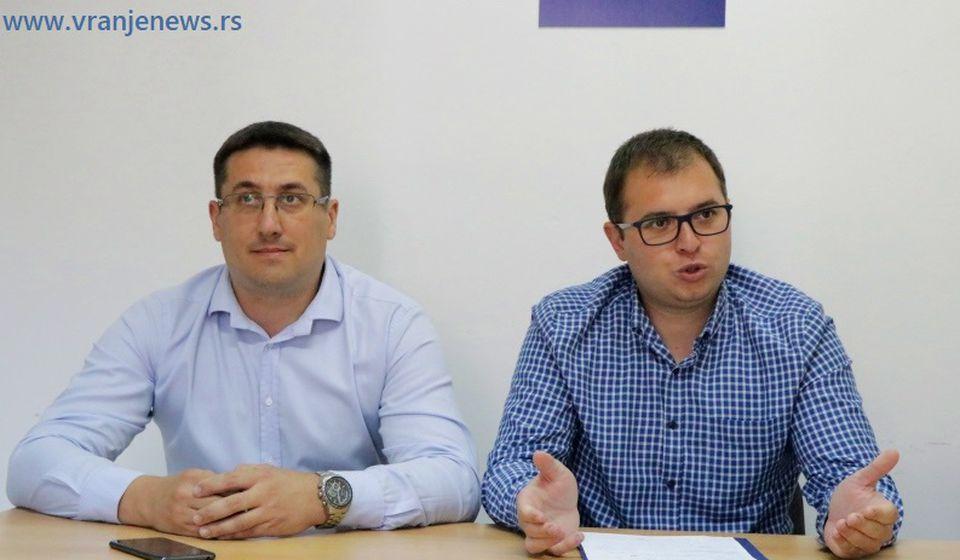 Predsednik GrO NS Đorđe Ristić (desno) i Dragan Pavlović prošle sedmice na konferenciji za medije. Foto Vranje News