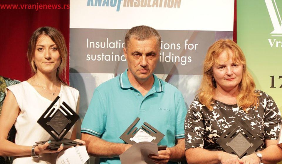 Ovogodišnji laureati novinarske Nagrade Slađana Veljković: Petrov, Šaponjić, Alihodžić (s leva na desno). Foto Vranje News