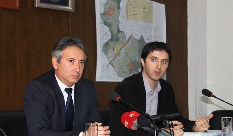 I pored svega glavnica duga smanjena za 350 miliona: gradonačelnik Slobodan Milenković i većnik Kostić. Foto VranjeNews
