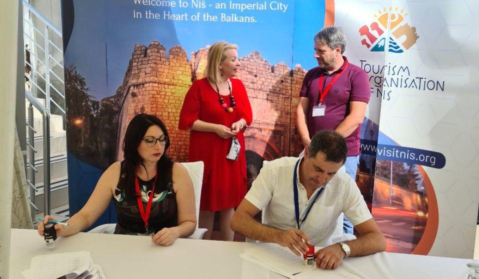 Potpisivanje sporazuma. Foto TOV